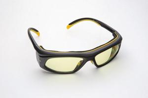 Wrap Around Laser Eyewear - Black/Yellow Frame with Yellow/Green Polycarbonate Filter Lens, Diode Model, Optical Density >5+ FROM 800-830nm. Visible L